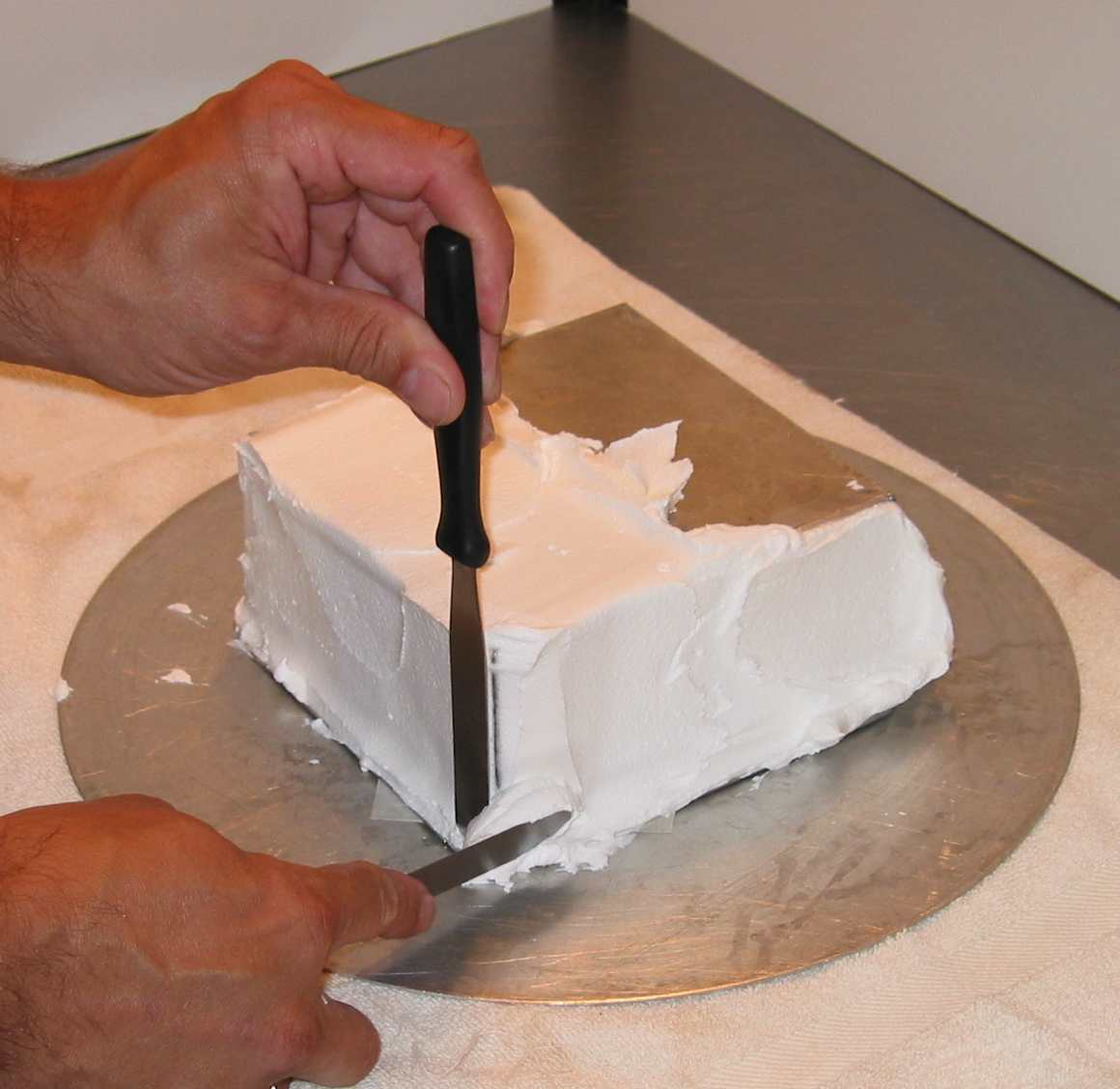 How To Ice A Square Cake With Sharp Edges